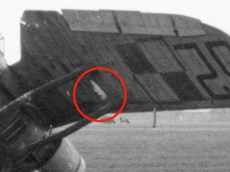 Wyrzutniki łusek na skrzydłach PZL P.11c